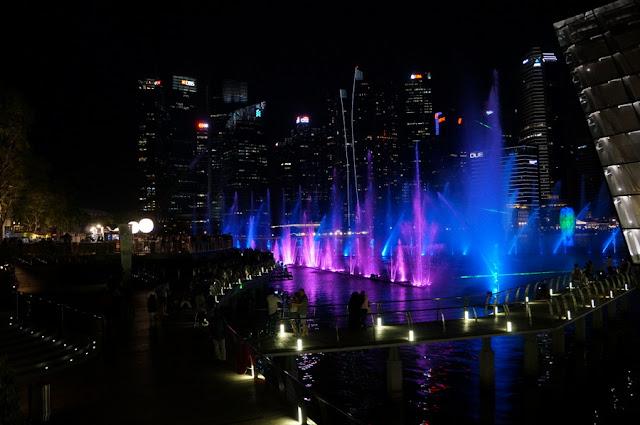 Show de águas, luzes e som em Marina Bay