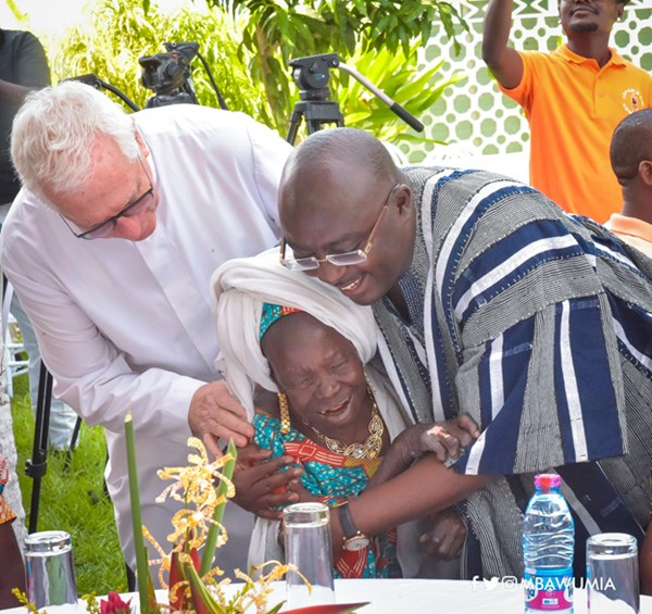 VP Bawumia Fetes Lepers, Street Children on New Year's Day
