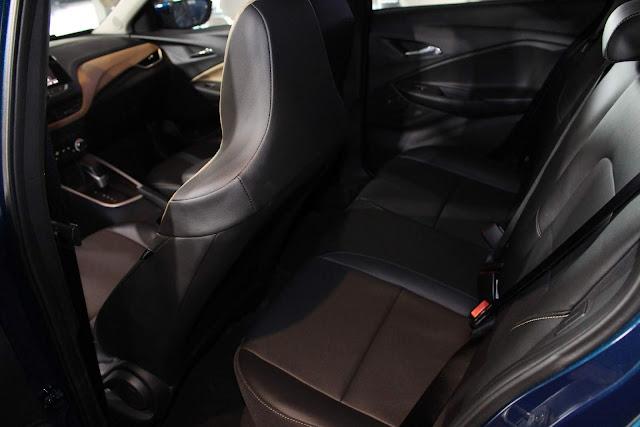 Novo Chevrolet Onix 2020 - espaço interno traseiro