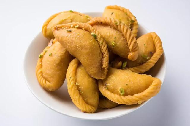 Mawa Gujiya Recipe in Hindi