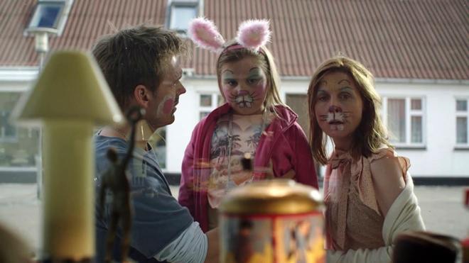 familia disfrazada de conejos