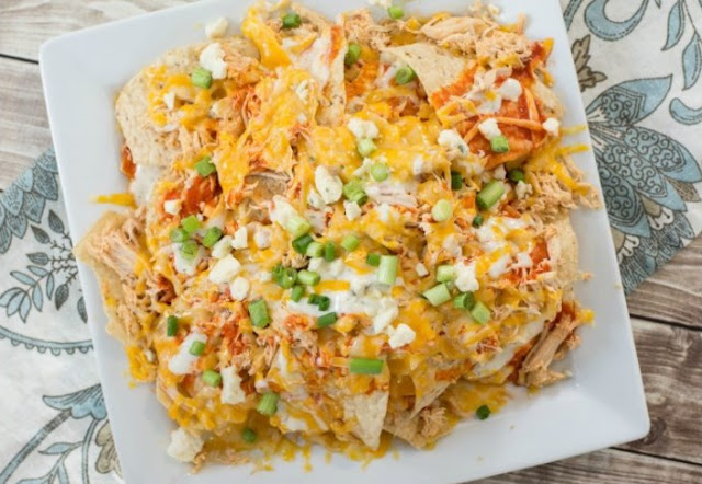 Buffalo Chicken Nachos #appetizers #dinner