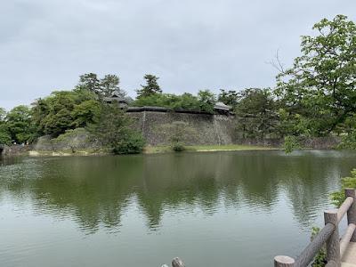 松江城のお堀と石垣