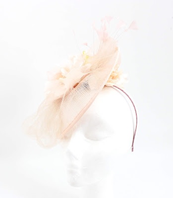 PV 2020 Nude blanco flor 02 Tocado Sinamay