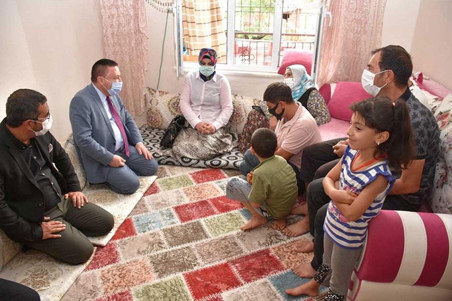 Diyarbakır Bağlar Belediye Başkanı Beyoğlu, belediye hizmetlerini evlere taşıyor