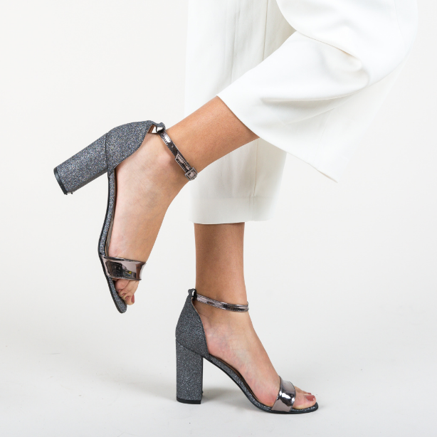 Sandale elegante pentru ocazii gri cu gliter si piele lacuita