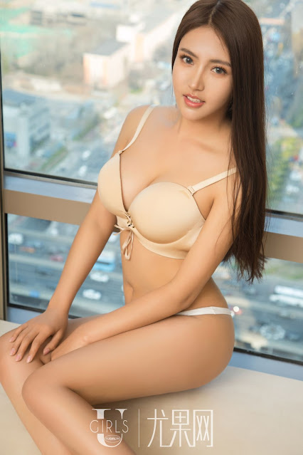 Hot and sexy photos of beautiful busty asian hottie chick Chinese booty model Li Ling Zi photo highlights on Pinays Finest sexy nude photo collection site.