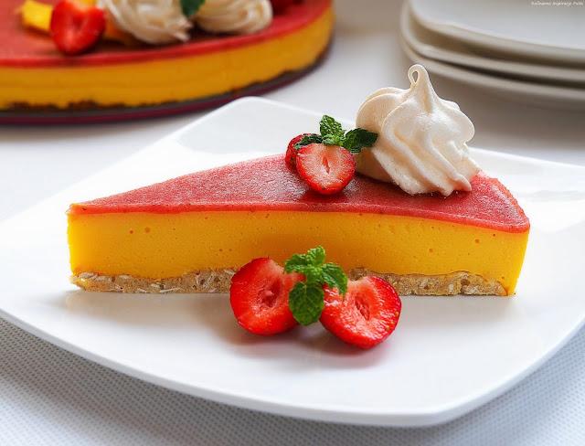 Fit sernik z mango i truskawkami