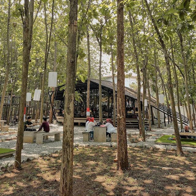 Hutan Jati Cafe & Gelato Purwakarta Harga Menu, Daya Tarik & Lokasi