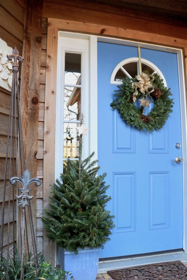 Tips for best ever Christmas wreath on blue front door with table top tree in blue flower pot