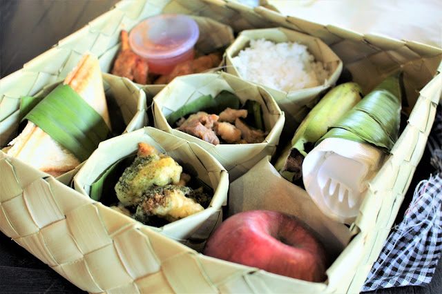 Packed lunch on Phnom Kulen mountain, Cambodia - travel blog