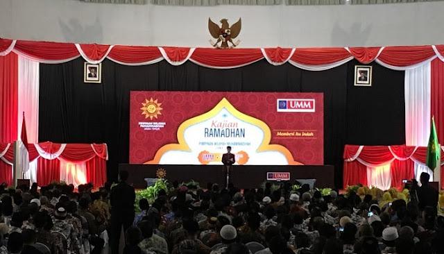Jokowi bicara di depan warga Muhammadiyah di Universitas Muhammadiyah Malang