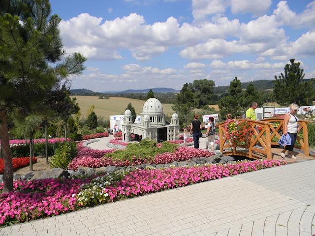 Park miniatur w Kłodzku położony jest w pięknym otoczeniu.