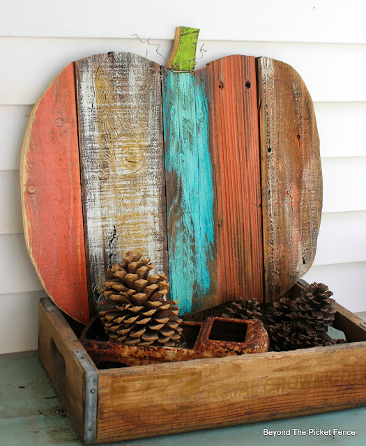 pallets, salvaged, pumpkin, fall decor, scraps, rustic, http://goo.gl/yz4Uln