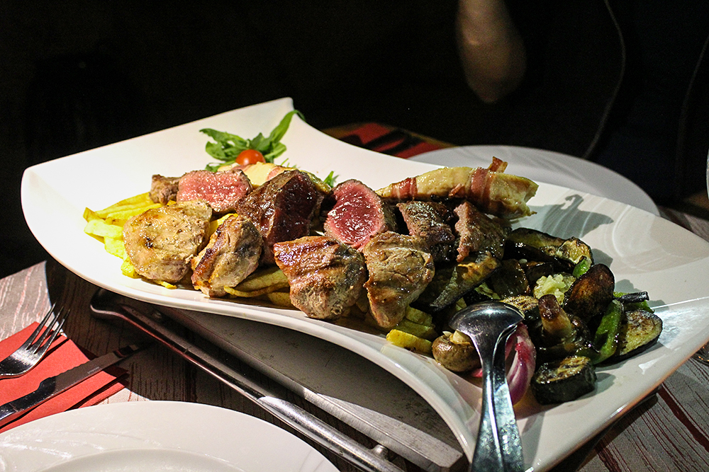 Fleischplatte im Restaurant Grota, Trogir