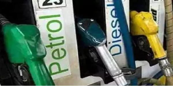 lagatar-dusre-din-gate-petrol-disel-ke-dam