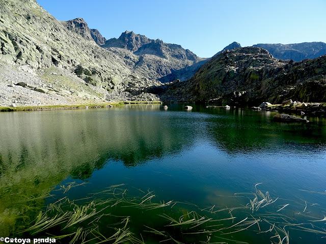 Ruta a las Cinco Lagunas desde Navalperal de Tormes en la Sierra de Gredos.