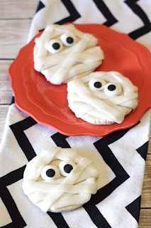 Recipe for sugar cookies decorated to look like mummies