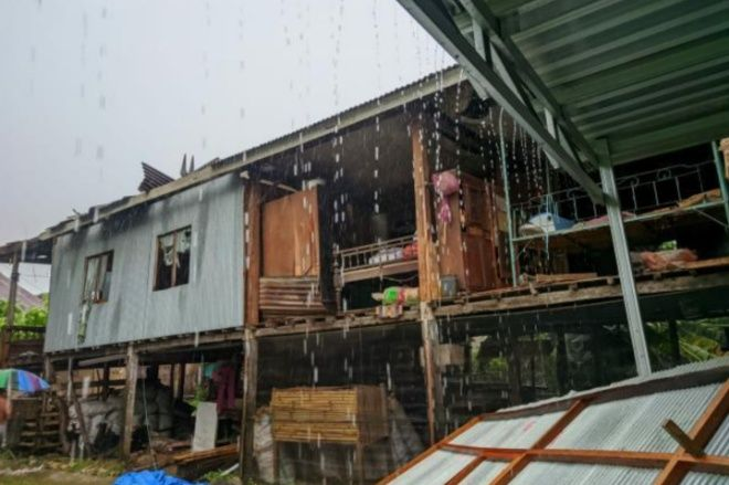 Hujan Badai Porak-porandakan Rumah Warga di Awangpone - BONE TERKINI