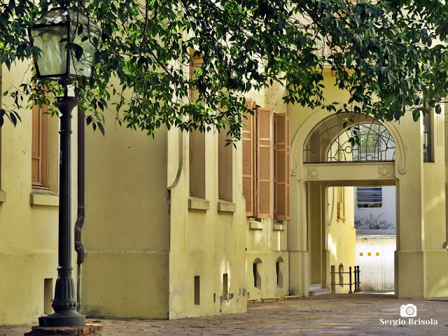 Vista de parte da fachada lateral da Faculdade de Arquitetura e Urbanismo da USP - Higienópolis - São Paulo