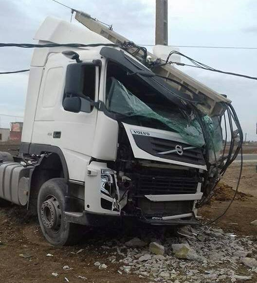 """شاحنة كبيرة تقتل شاب يبلغ 17 سنة بنفس الطريق التي شهدت فاجعة """"الخطوبة"""""""