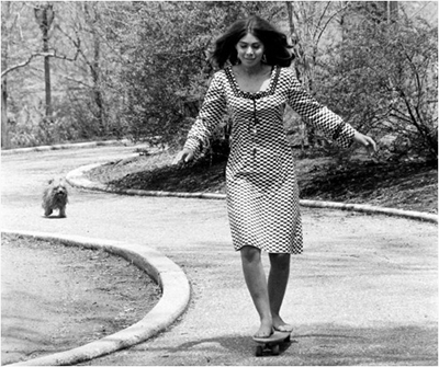 http://shorpyfan.tumblr.com/post/97267376413/walking-the-dog-central-park-1960s