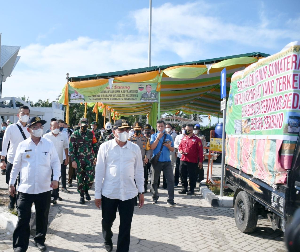 Pjs Bupati Sergai Menyambut Bantuan Dari Pemprovsu Dari Gubernur Sumut Untuk Didistribusikan ke Masyarakat