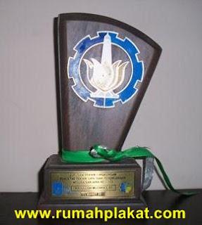 plakat kayu murah, plakat kayu, plakat kayu surabaya, 0812.3365.6355, www.rumahplakat.com