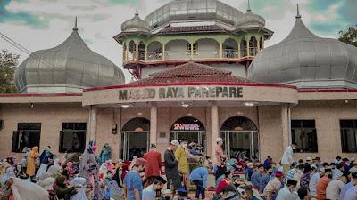 Suasana Salat Idul Fitri di Mesjid Raya Kota Parepare