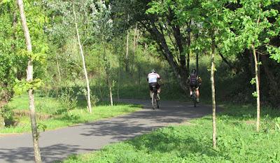 ciclistas no Parque Oriental do Porto