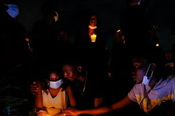 #EndSARS# protesters hold candlelight session in honor of victims of police brutality (photos/videos)