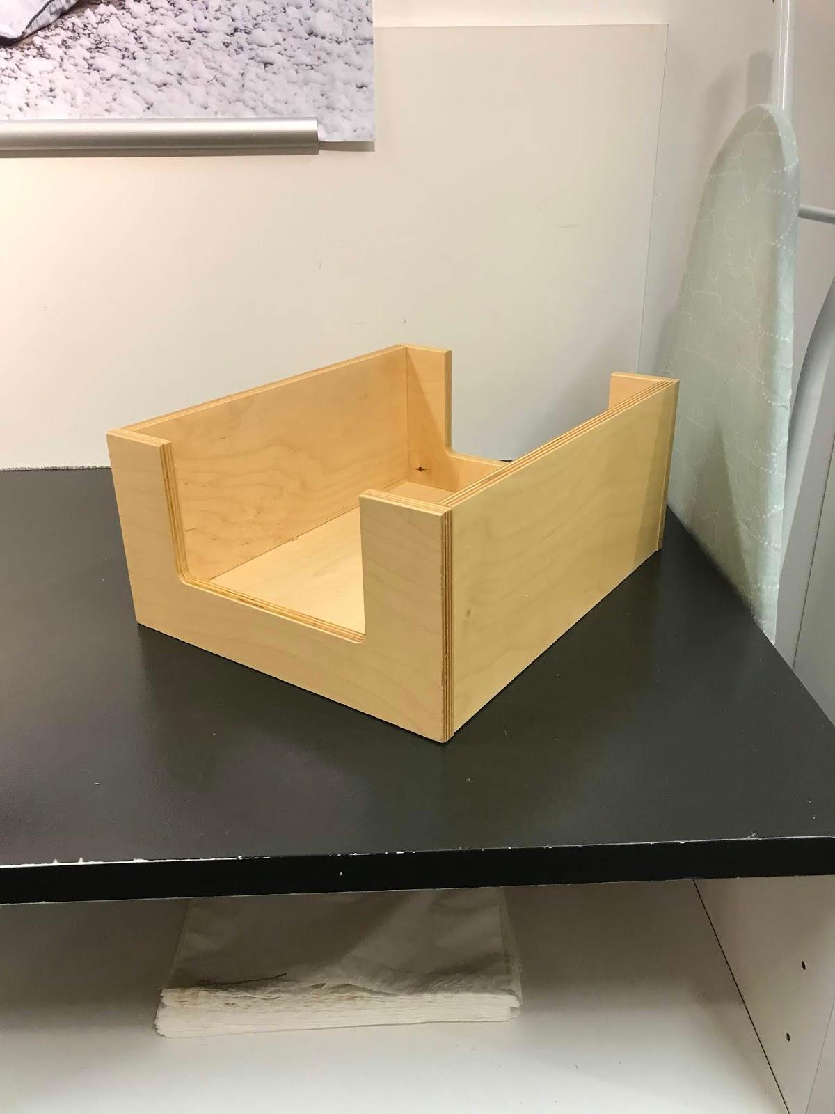Iso puulaatikko esillepanoon