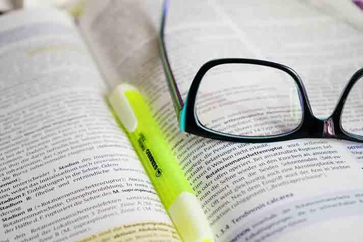 Mengidentifikasi Dan Menganalisis Cerpen Materi Pelajar