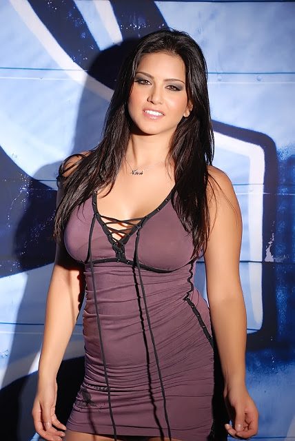 All About Fashion Sunny Leone Looking Hot-5222