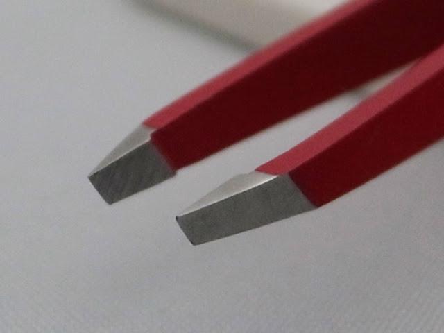 ルビス 毛抜きツイーザークラシック 先端部分は角度を間違えると刺さる感覚とも言うのでしょうか?