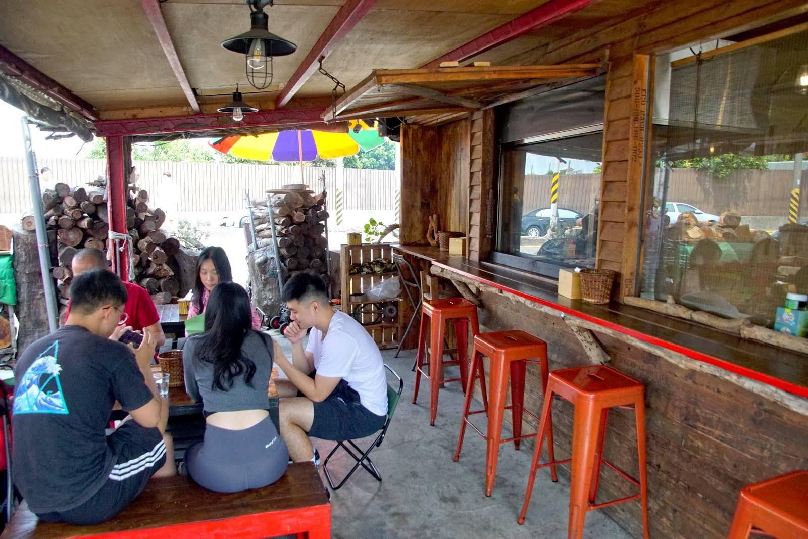 [台南][安南區] 木漢堡|原木炭烤聚落|拉阿魯哇族的黑色漢堡|食記