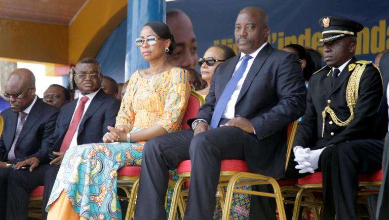 Cela fait 10 ans que le président Joseph Kabila sest marié à sa femme Olive Lembe Kabila. Le 17 juin 2006 à Kinshasa, le cardinal Etsou venait dannoncer