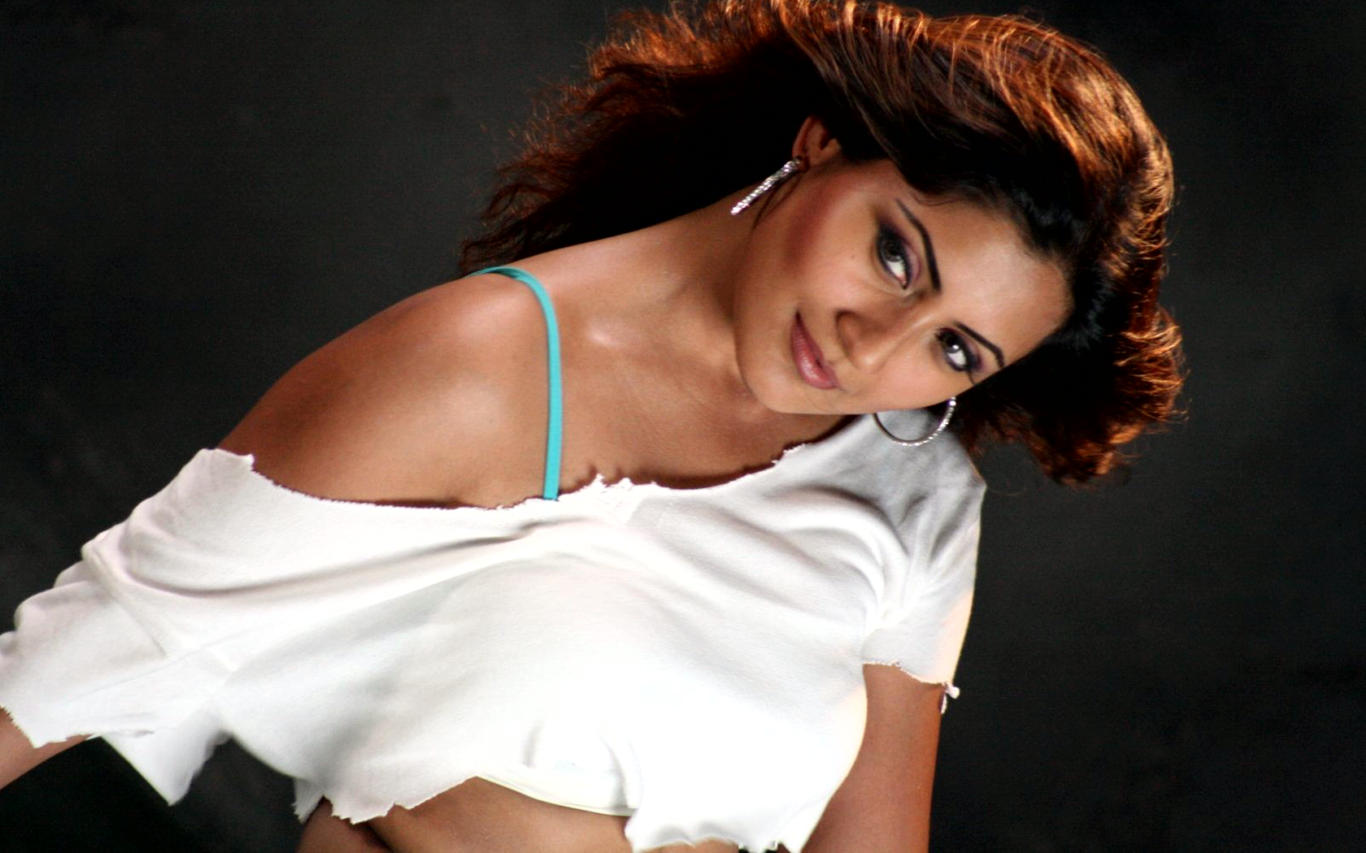 Rimi Sen Hot Outfit HD Wallpaper