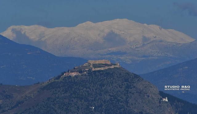 Ορατά από την Αργολίδα τα χιόνια στη Ζήρεια Κορινθίας