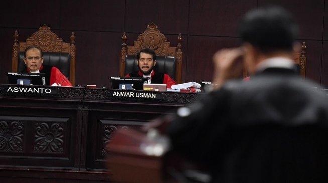 Berubah-Ubah, Saksi Kubu Jokowi Disemprot Hakim MK