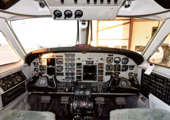 Beechcraft King Air B200 cockpit