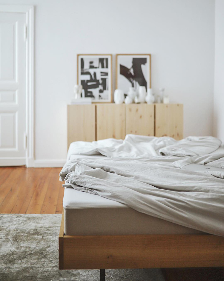 Cozy bedroom setting by Claudi [doitbutdoitnow]