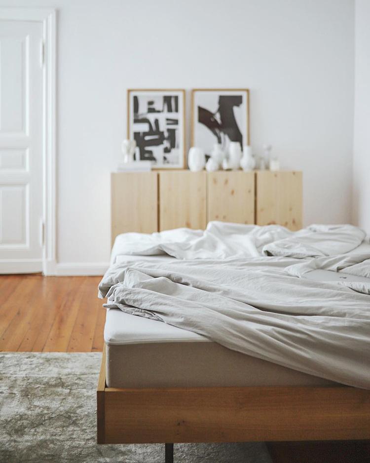 Cozy bedroom setting by Claudi [doitbutdoitnow]