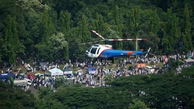 Helikopter Polisi Terbang Rendah Bubarkan Aksi Demo, Pilot dan Kru Langsung Digarap Propam