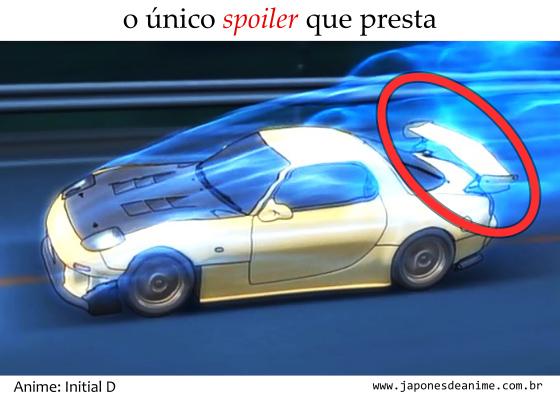 O único spoiler que presta, o que fica em cima de um carro amarelo pegando fogo azul do anime Initial D