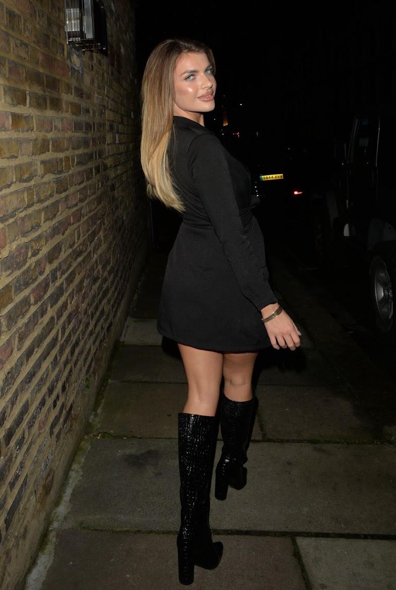 Maria Wild Clicks at Chelsea Lodge Bar 15 Dec-2020