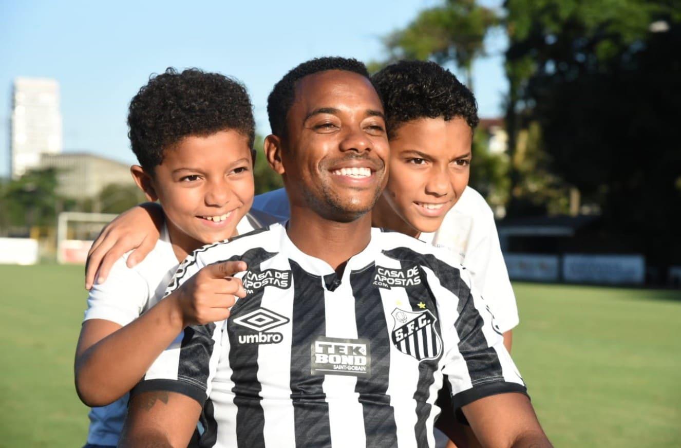 Robinho volverá jugar en el Santos