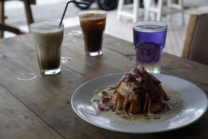 Menu makanan berat di Homi Coffee and Space