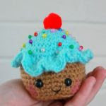 https://translate.googleusercontent.com/translate_c?depth=1&hl=es&rurl=translate.google.es&sl=en&tl=es&u=http://esshaych.com/2015/10/09/free-pattern-friday-cupcake-pincushion/&usg=ALkJrhgH4HiKa1TIip6L9pcQD-rHgrpA8w