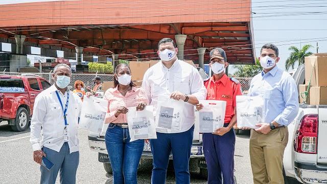 Fundación Refidomsa entrega kits preventivos a vacacionistas  y dona recursos a Defensa Civil